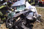 Tragico scontro frontale tra bus e auto: morto 27enne