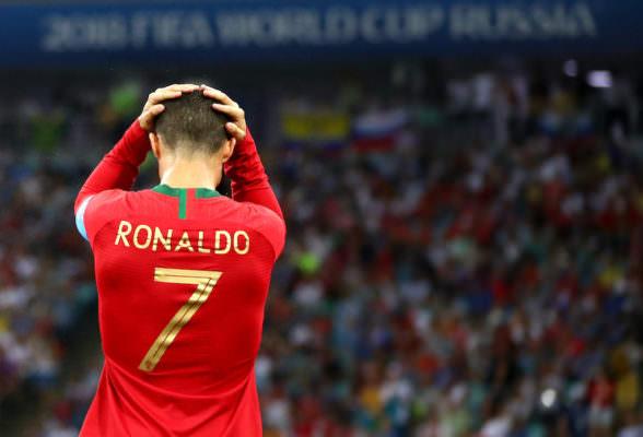 Cristiano Ronaldo ancora positivo? Domani tampone decisivo, a rischio gara di Champions contro Messi