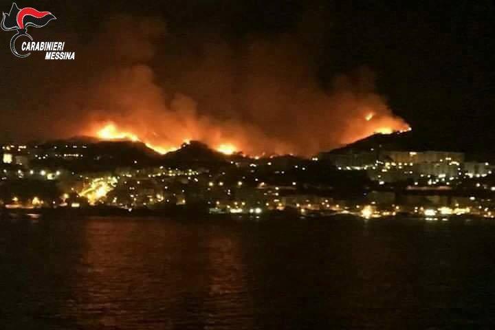 Diede fuoco alle sterpaglie ma finì per incendiare 550 ettari: arrestato 70enne. Danni per 3 milioni di euro