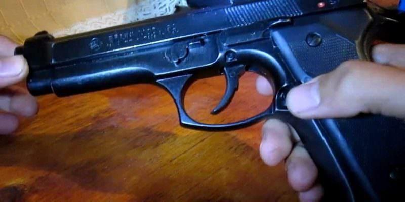 Occupazione abusiva rischia di finire in tragedia in via della Concordia: 63enne minaccia famiglia con pistola