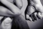 Aggredisce la moglie con una catena e minaccia di toglierle i figli: divieto di avvicinamento per un 39enne