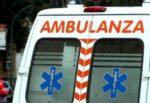 Scontro tra due auto, conducente si ribalta col proprio mezzo: un ferito, ambulanza sul posto