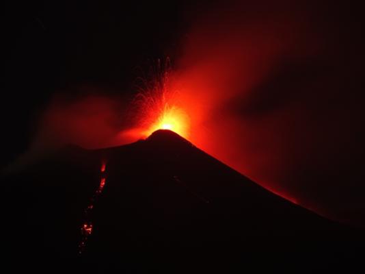 """Papà Etna torna a stupire, si riaccendono i crateri di Bocca Nuova e """"u Puttusiddu"""""""