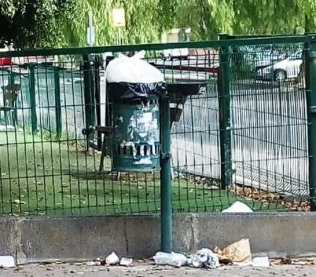 Catania e quei spazzini di un tempo scomparsi. Quartieri nel degrado – FOTO