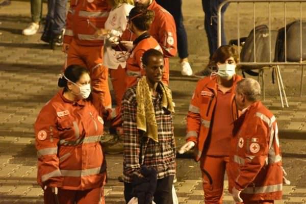 Migranti positivi, 33 in quarantena in albergo di Palermo: arrivati dopo sbarchi a Lampedusa e Porto Empedocle