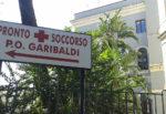 Fugge alla vista dei carabinieri, catanese si schianta contro un muro: droga in auto, finisce al Garibaldi