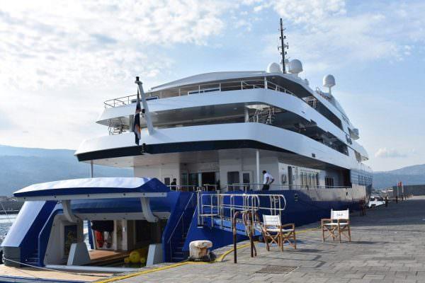 Sheldon Adelson incanta tutti con il suo yacht, 92 metri ...