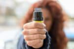 Bimbi usano spray al peperoncino contro i compagni: paura in una scuola media