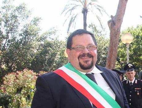 Gela, il sindaco Messinese invia le dimissioni via mail dall'ospedale