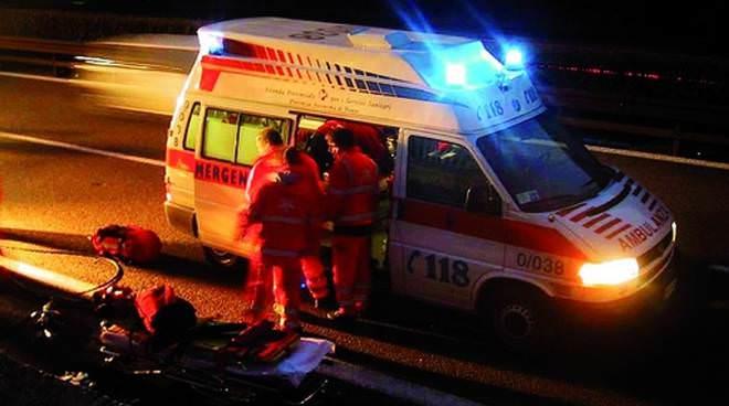 Pedone investito da un autobus, corpo incastrato sotto le ruote: la vittima è Giovanni Testaverde