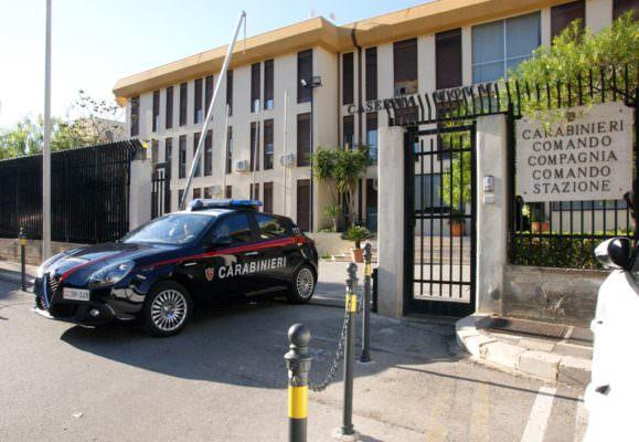 Commercialista e funzionario pubblico accusati di corruzione: sospensione dal pubblico ufficio per il secondo