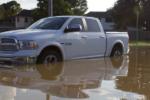 Travolto con l'auto da un fiume di acqua e fango, 60enne rischia di annegare