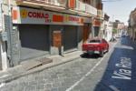 Paura al supermercato Conad: malviventi fanno irruzione davanti ai clienti e portano via l'incasso