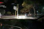 Ruba un'auto e fugge, carabinieri lo inseguono e lui si lancia dalla Jeep: arrestato 19enne