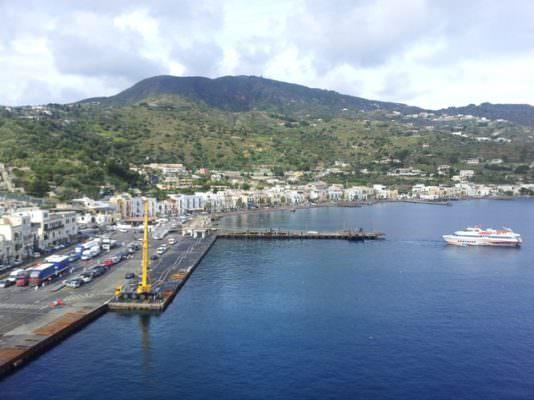 Mareggiate nel Tirreno, colpite anche le Isole Eolie: danni a Lipari - NewSicilia