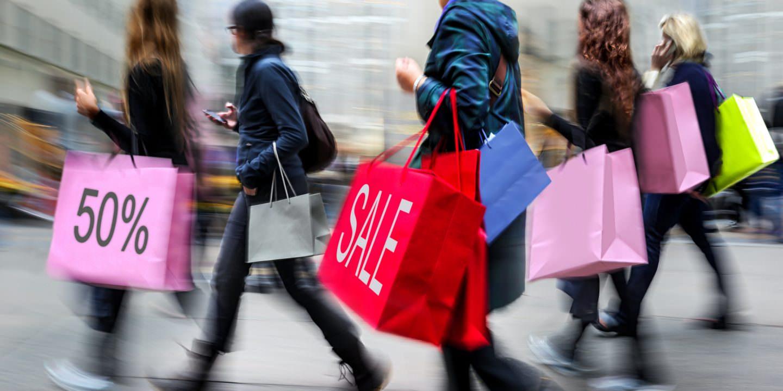 Sicilia, dal 2 gennaio iniziano i saldi ma… in zona rossa: è mistero su come si potrà fare shopping