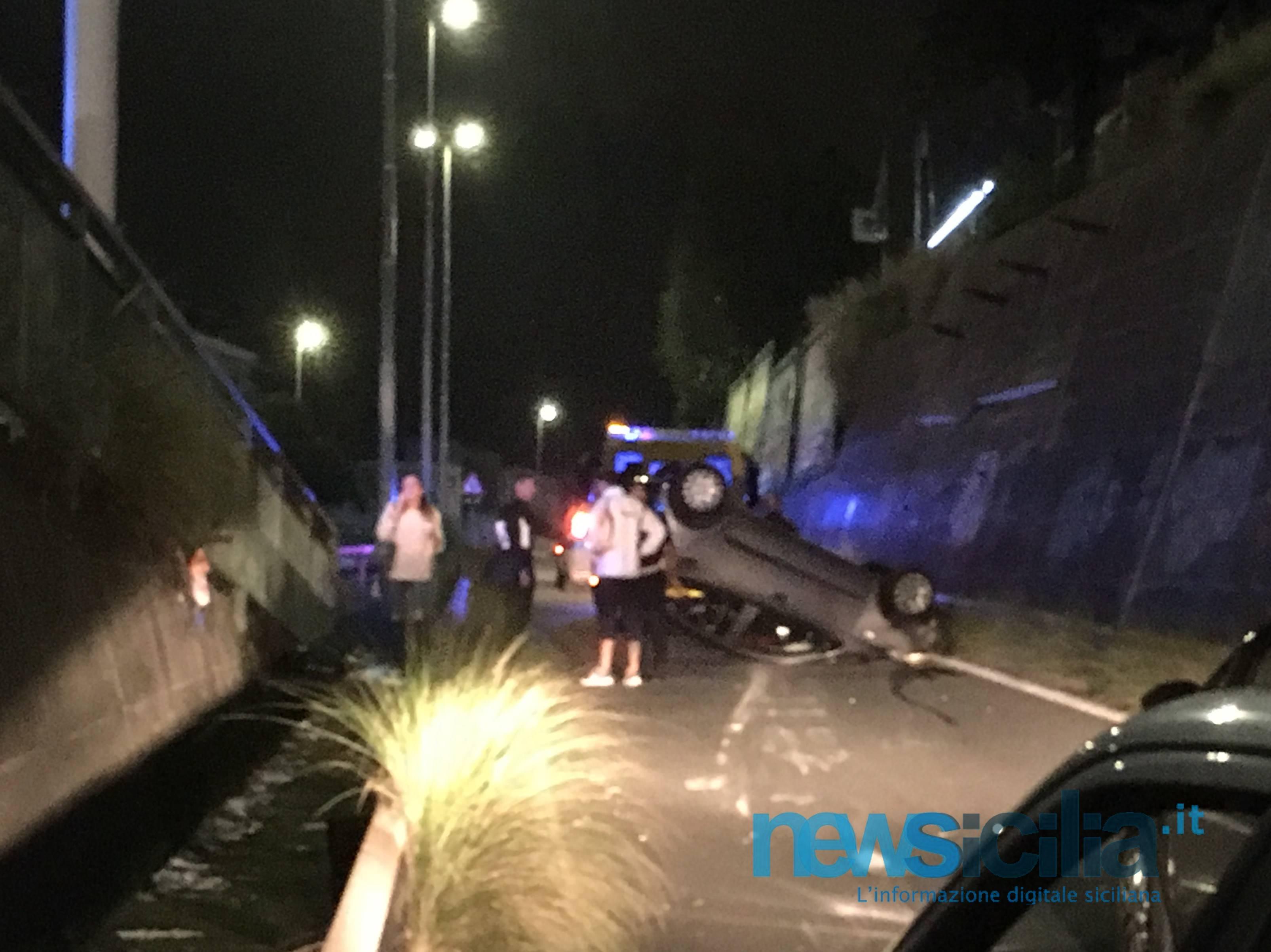 Catania, incidente da paura alla circonvallazione: auto cappotta e slitta per 60 metri – FOTO