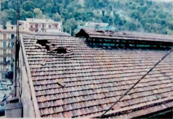 Diffida a Ferrovie dello Stato per un ex deposito pericolante: tegole frantumate, struttura in condizioni precarie e degrado