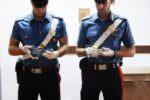Nascondeva armi e oltre 100 proiettili nella stanza della figlia: arrestato 27enne