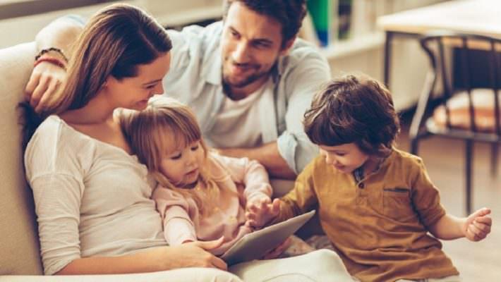 Approcci nell'educare i figli: più ansie e aspettative verso i primogeniti