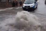 Tragedia sfiorata per il maltempo: anziane salvate in extremis da auto sommersa in un sottopassaggio – VIDEO