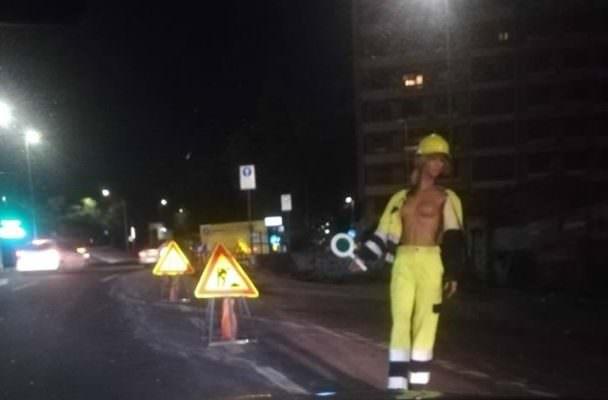 """Seno in bella mostra alla circonvallazione di Catania: """"Rallentare per lavori in corso"""""""