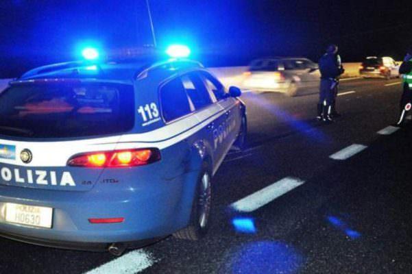 Al volante dopo una serata con gli amici finisce fuori strada: miracolosamente illeso un giovane palermitano