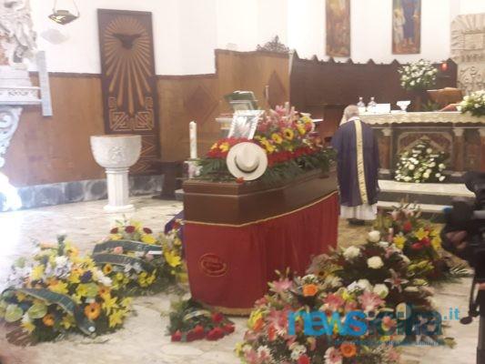 Catania, celebrati i funerali di Gilberto Idonea: la città rende omaggio all'erede di Angelo Musco – FOTO e VIDEO