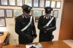 In giro di notte armato, paura tra i residenti: fermato un giovane dai carabinieri