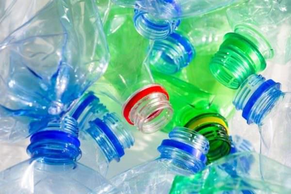 Addio alla plastica entro il 2021: arriva l'ok definitivo del Consiglio Ue