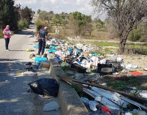 Pachino tra abbandono dei rifiuti e segnalazioni dei cittadini: fioccano le multe da 600 euro