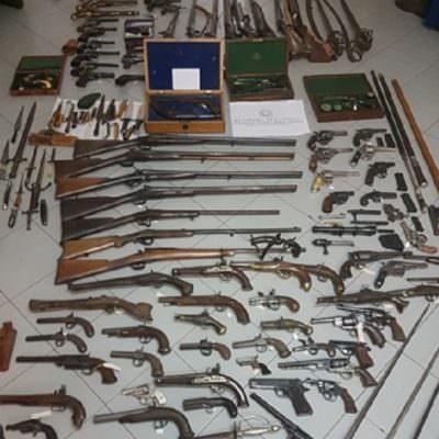 Fucili e pistole di altissimo valore: lei li lascia in eredità ai nipoti – FOTO