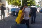 Sgombero in corso nell'immobile dove venne aggredita Stefania Petyx: presenti vigili del fuoco e forze dell'ordine