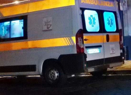 Catania, auto impatta con mezzo a due ruote nell'intersezione tra via Napoli e via Padova: un ferito