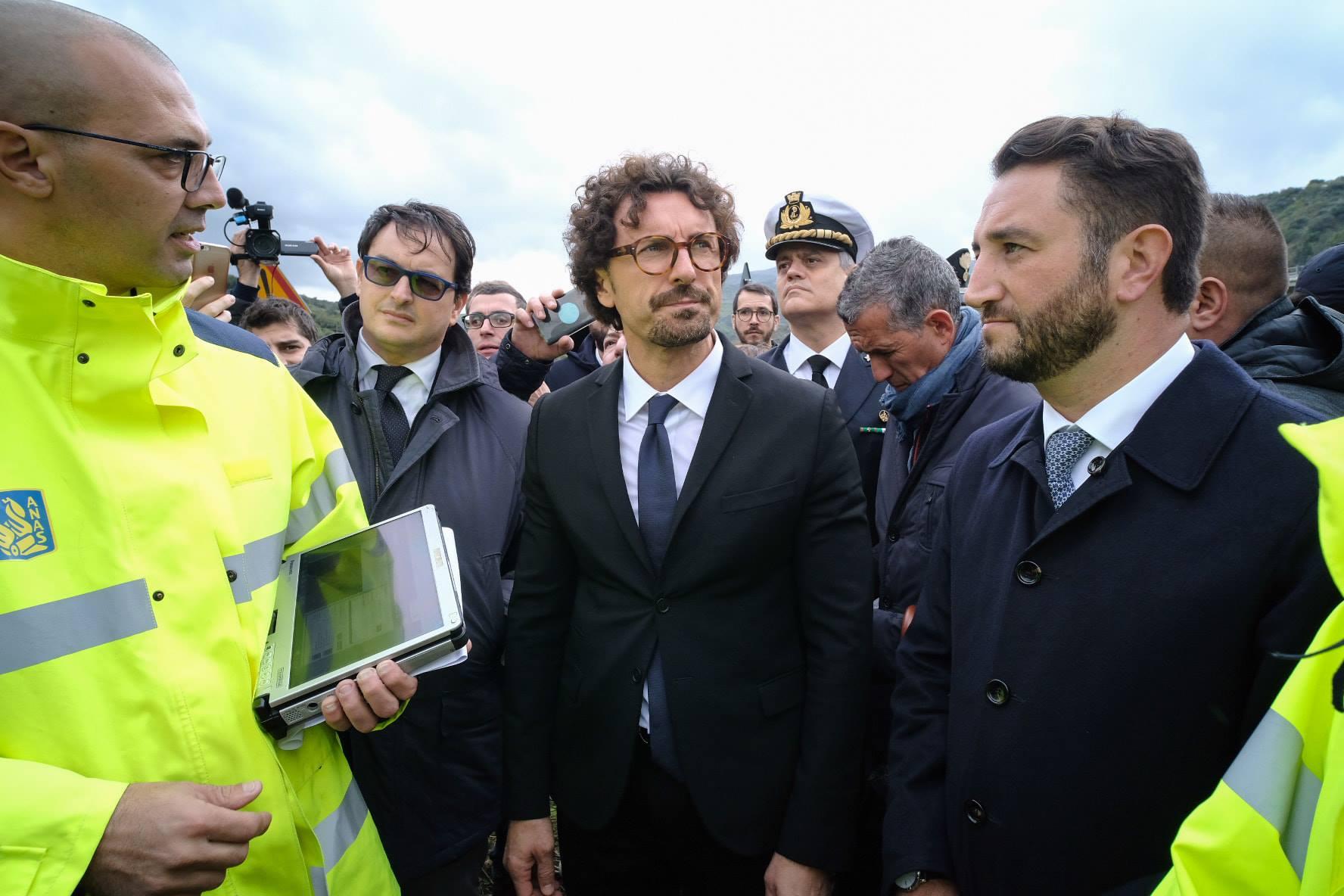 """Toninelli in Sicilia, sopralluoghi ai """"casi limite"""" delle strade: """"Questa Isola è stata dimenticata"""""""