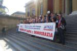 """Attacchi ai giornalisti, a Palermo i cronisti scendono in piazza. Musumeci: """"Libertà di stampa diritto irrinunciabile"""""""