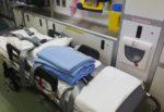 Grave impatto moto-autobus in curva, centauro centrato in pieno: operato d'urgenza in ospedale