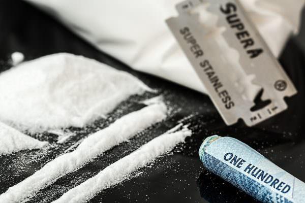 Cocaina in casa per 18 dosi, 41enne arrestato per detenzione e spaccio di droga
