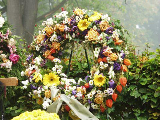 Divieto di funerali pubblici per il pluripregiudicato Calogero Conti: celebrazione in forma privata senza cortei