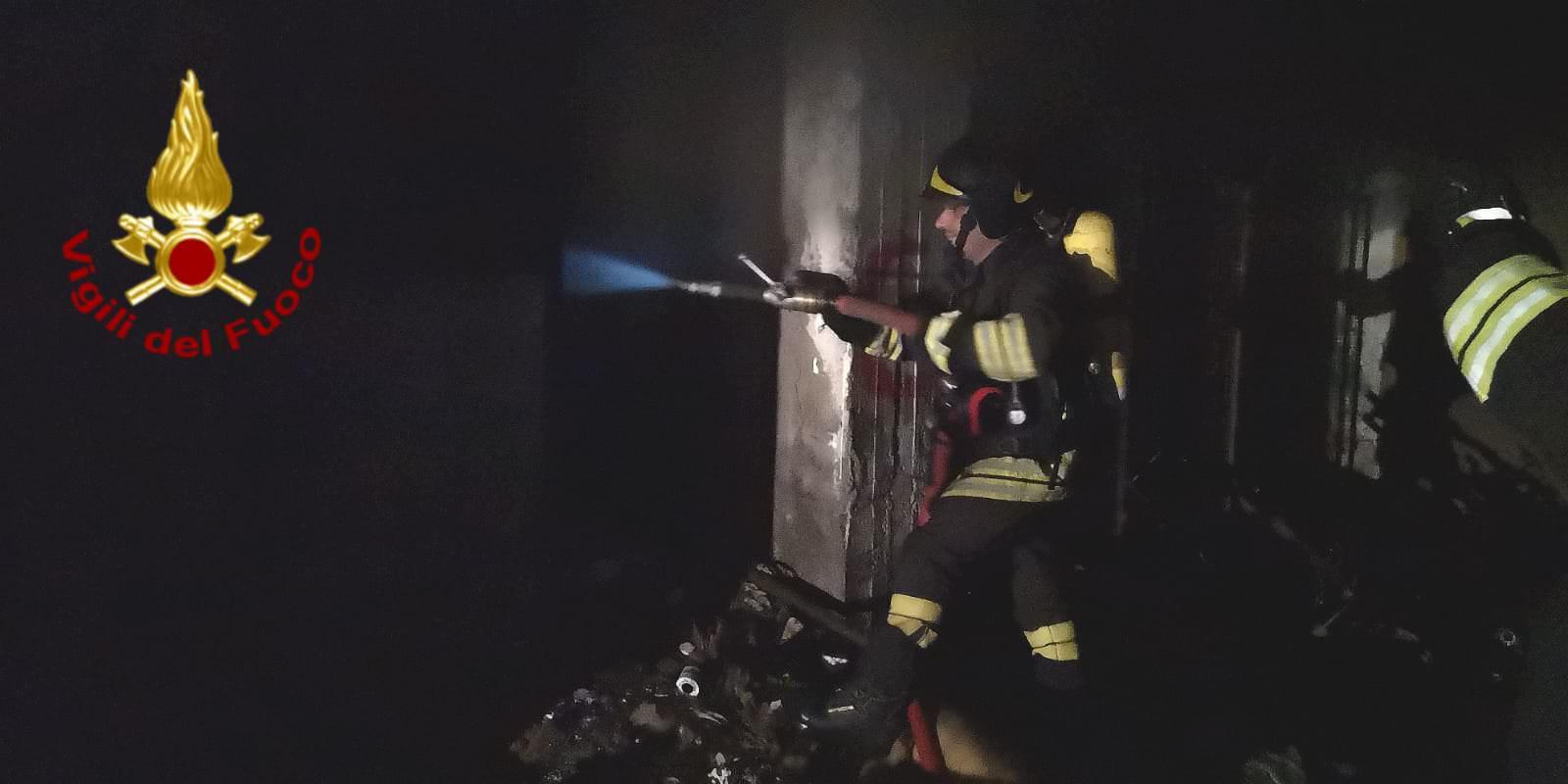 Catania, garage in fiamme in viale Nitta: evacuata palazzina – FOTO e VIDEO