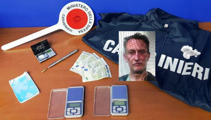 Vendeva droga davanti a una clinica di Gravina, blitz dei carabinieri contro pusher: arrestato 51enne