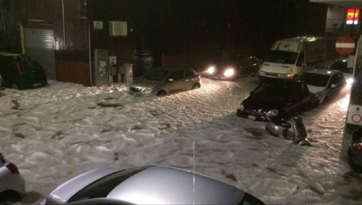Grandinata da record a Catania, strade trasformate in lastre di ghiaccio – LE FOTO