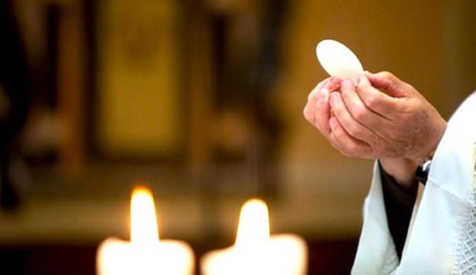 Covid Sicilia, sacerdote e perpetua positivi in una chiesa del Ragusano: paura per le cresime celebrate