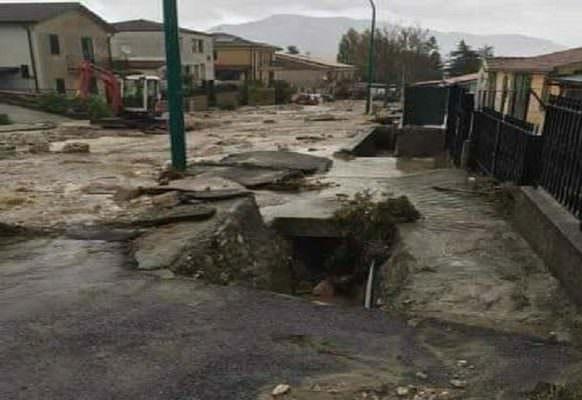 Bombe d'acqua, fiumi esondati, autostrade bloccate e alberi abbattuti: Sicilia in ginocchio per il maltempo