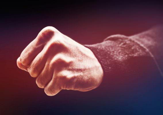 Interviene durante lite tra coniugi e riduce in fin di vita un uomo: 37enne in manette per tentato omicidio