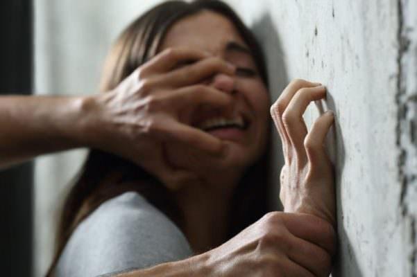Stupro di gruppo a Catania: 19enne americana sarà ascoltata in videoconferenza