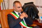 Sindaco di Bronte torna libero, Graziano Calanna accolto in municipio dal picchetto d'onore
