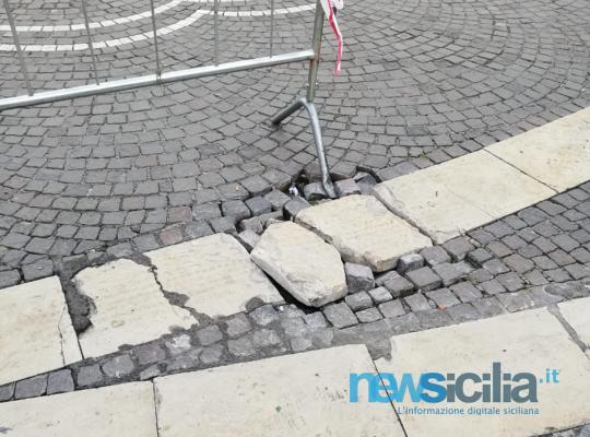 Catania, è emergenza degrado: piazza Vincenzo Bellini cade a pezzi sotto i passi della movida – FOTO