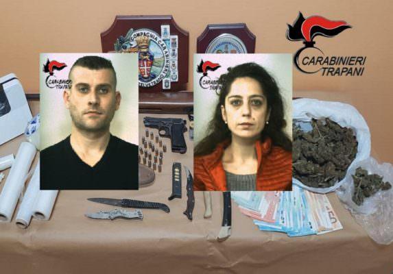 Conducevano una fiorente attività di spaccio, trovate droga e armi illegali: 2 arresti e 2 denunce