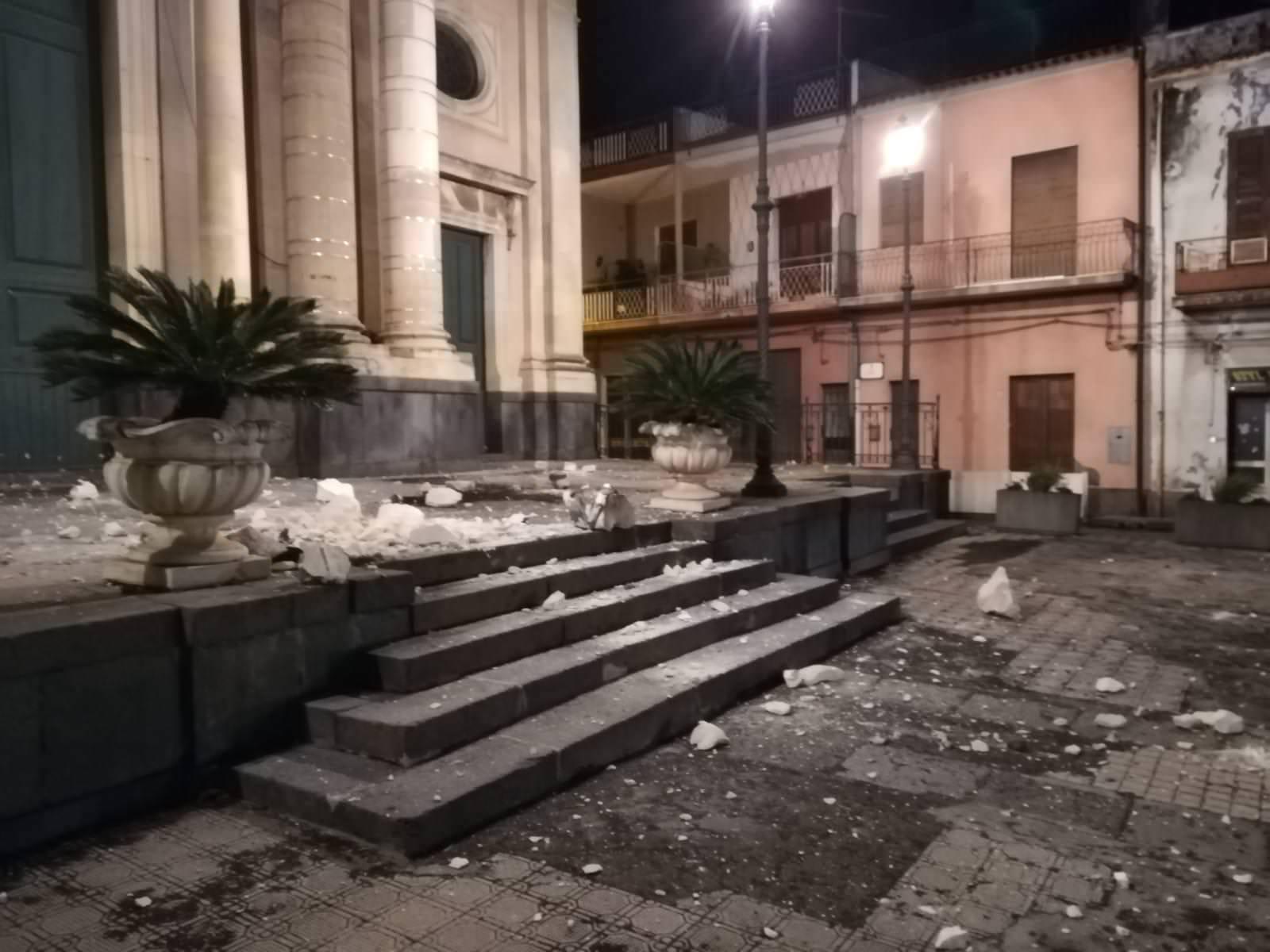 """Violenta scossa di terremoto nel Catanese, le testimonianze: """"È stato terribile. Cara Etna non ci tradire"""" – VIDEO E FOTO"""